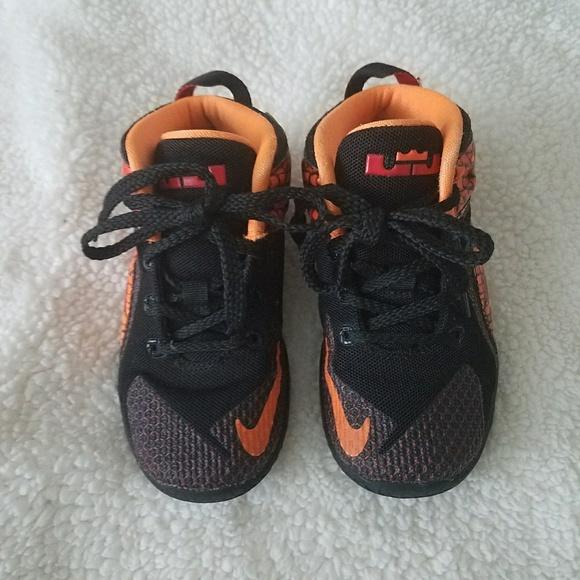 huge selection of 1b606 8458a Nike James lebron toddler sneakers sz 10. M 5b8727bdaaa5b88a05e35a34